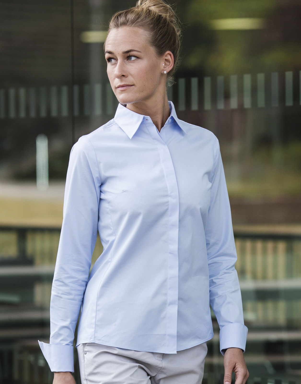defdb8ad5d15 Black · White · Bright Navy · Bright Sky · Chemise femme manches longues ultimate  stretch ...